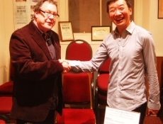 Peter Robinson thanks Melvyn Tan